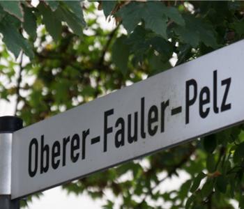 Straßen·schild Oberer Fauler Pelz