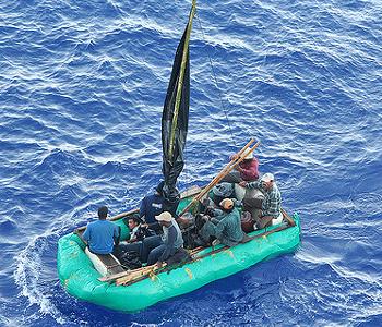 Boot mit geflüchteten Menschen
