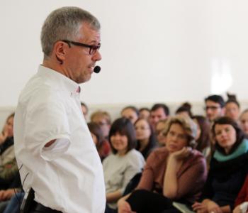 Rainer Schmidt hält einen Vortrag in Heidelberg