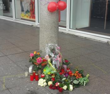 Blumen und Kerzen auf dem Bismarckplatz