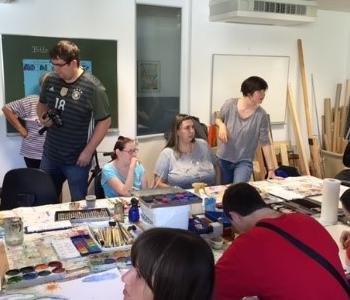 Die Gruppe malt