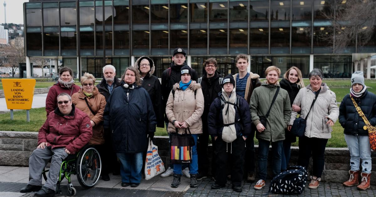 Gruppenfoto vor dem Landtag
