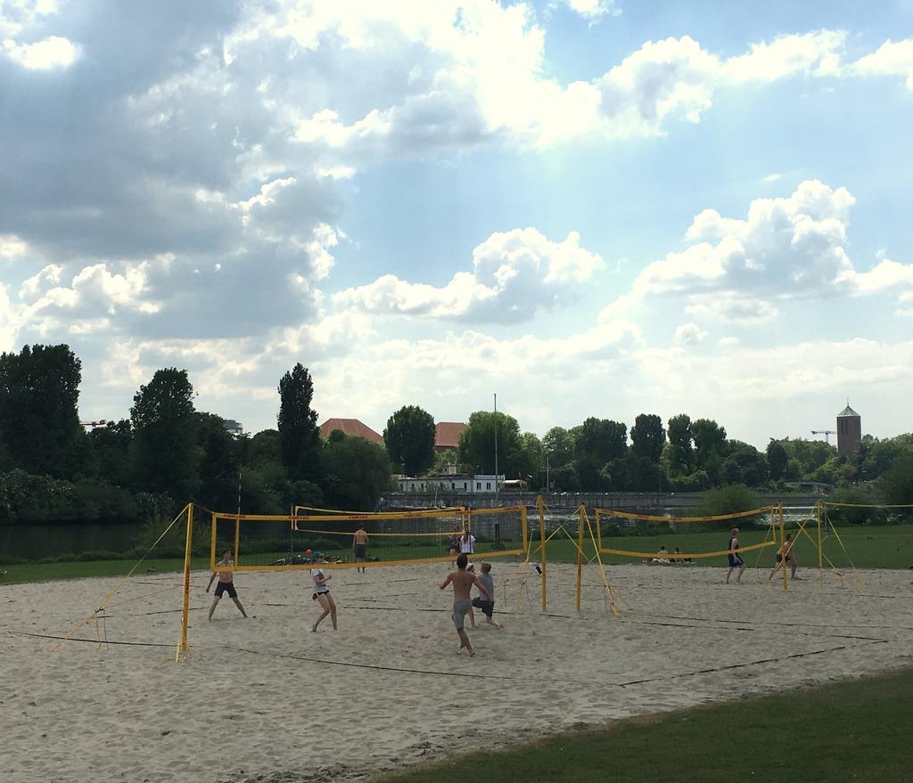 Volleyball auf der Neckarwiese