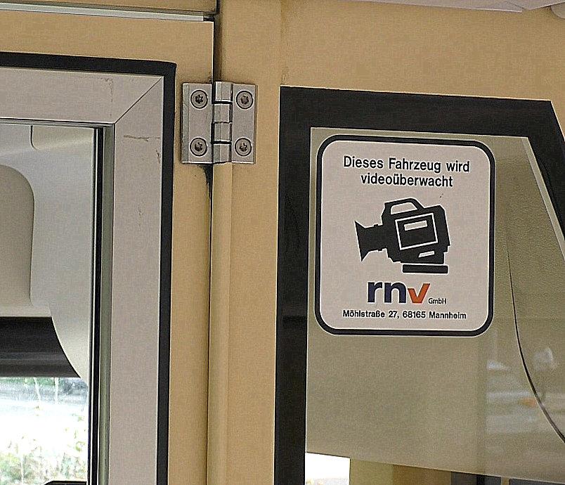 Schild: Dieses Fahrzeug wird videoüberwacht