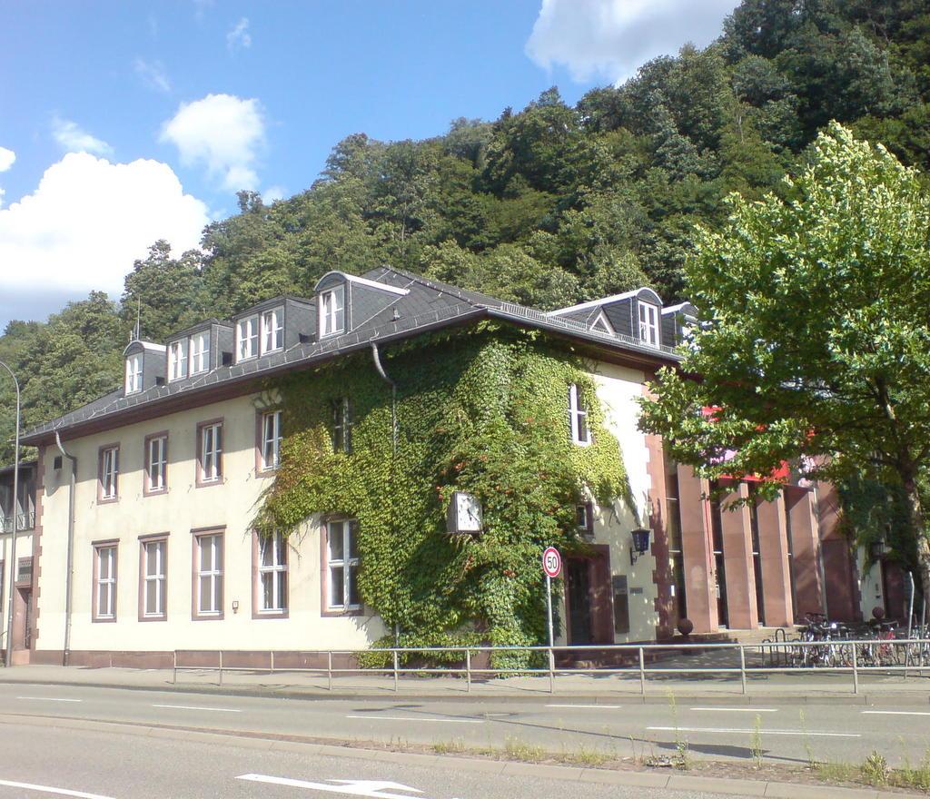 Karlstorbahnhof