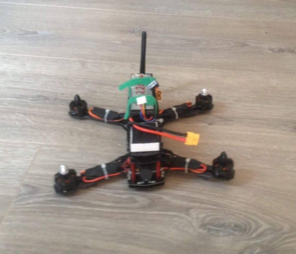Kleine Drohne ohne Gehäuse