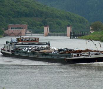 Schiff auf dem Neckar