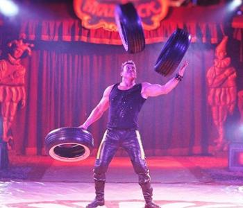 Akrobat im Zirkus