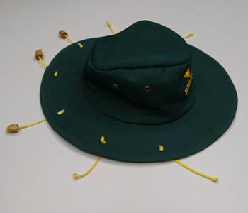 Hut mit Fäden