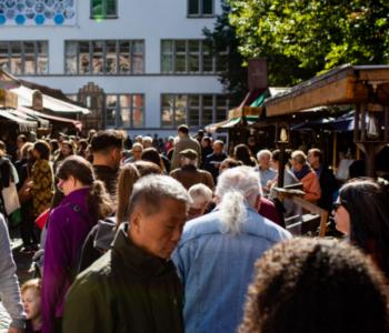 Viele Menschen auf dem Heidelberger Herbst