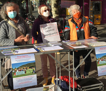 Menschen sammeln Unterschriften